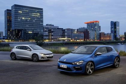 VW Scirocco Typ 13 Aussenansicht Front schräg zwei Modelle statisch silber und blau