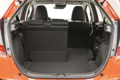 Honda Jazz GK Aussenansicht Heck statisch Studio orange Heckklappe geöffnet Rücksitze 1/3 umgeklappt