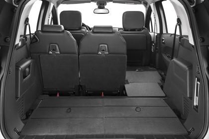 Peugeot 5008 Van Aussenansicht statisch Studio Rückklappe geöffnet Rücksitze 1/3 geklappt