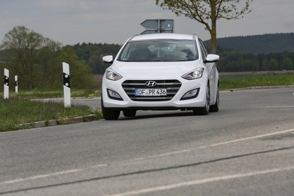 Hyundai i30 Kombi GD/GDH Aussenansicht Front dynamisch weiss