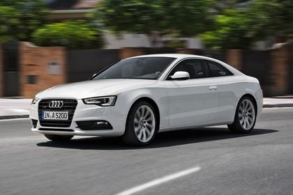 Audi A5 Coupe Facelift Aussenansicht Front schräg dynamisch weiss