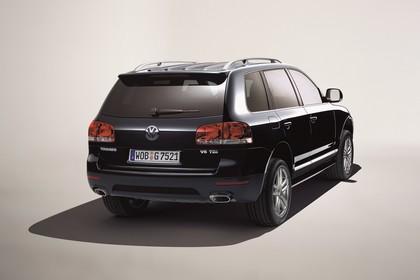 VW Touareg 7L Facelift Aussenansicht Heck schräg statisch Studio schwarz