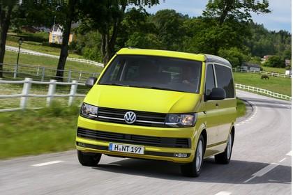 VW T6 California SG/SF Aussenansicht Front schräg dynamisch gelb