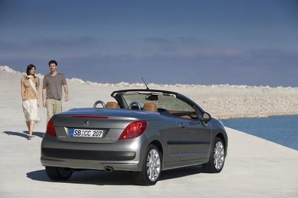Peugeot 207 CC W Aussenansicht Heck schräg statisch silber
