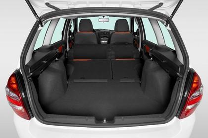 Lada Kalina Cross Innenansicht statisch Studio Kofferraum Rücksitze umgeklappt