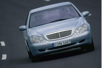 Mercedes S-Klasse W220 Aussenansicht Front dynamisch silber