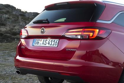 Opel Astra K Sports Tourer Aussenansicht Detail Heck Rückleuchten statisch rot