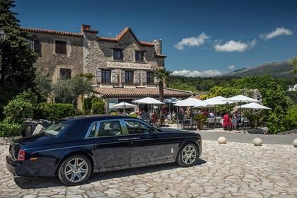 Rolls-Royce Phantom Aussenansicht Seite schräg statisch dunkelblau