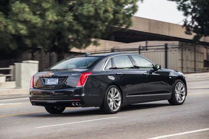 Cadillac CT6 Limousine Aussenansicht Heck schräg statisch schwarz