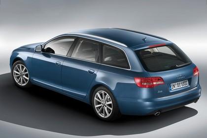 Audi A6 4F Avant Facelift Aussenansicht Heck schräg Studio statisch blau