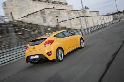 Hyundai Veloster FS Aussenansicht Heck schräg dynamisch gelb