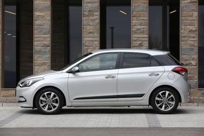 Hyundai i20 GB Aussenansicht Seite statisch silber