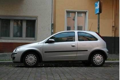 Opel Corsa C 3Türer Aussenansicht Seite statisch silber