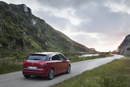 Citroën C4 Picasso 2 Aussenansicht Heck schräg statisch rot