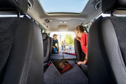 SEAT Alhambra 7N Innenansicht Vordersitze Rückbank Laderaum