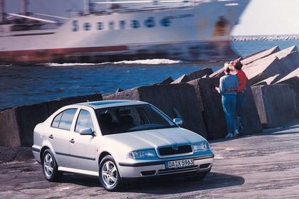 Skoda Octavia Limousine 1U Aussenansicht Front schräg statisch silber