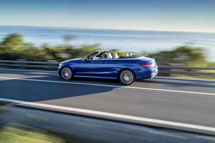 Mercedes-Benz C-Klasse Cabriolet A205 Aussenansicht Seite schräg dynamisch blau