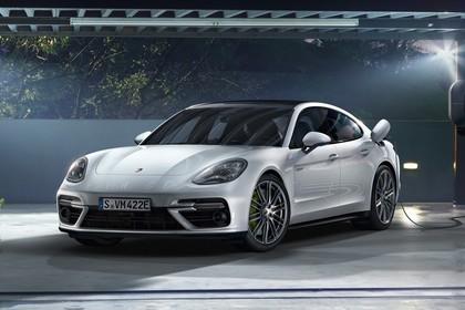 Porsche Panamera Turbo S E-Hybrid 971 Aussenansicht Front schräg statisch weiss