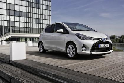 Toyota Yaris (XP13) Aussenansicht Front schräg statisch weiß