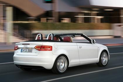 Audi A3 8P Cabrio Aussenansicht Heck schräg dynamisch weiss