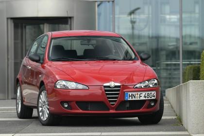 Alfa Romeo 147 Fünftürer 937 Aussenansicht Front statisch rot