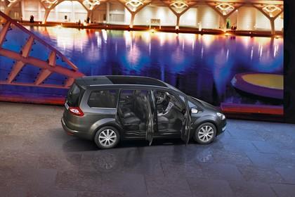 Ford Galaxy II Aussenansicht Seite schräg erhöht statisch grau