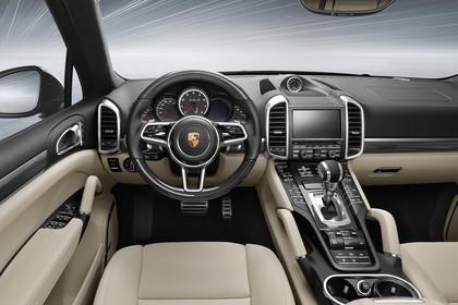 Porsche Cayenne Turbo S 92A Innenansicht statisch Vordersitze und Armaturenbrett