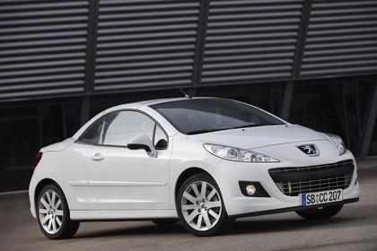 Peugeot 207 CC W Facelift Aussenansicht Front schräg statisch weiss