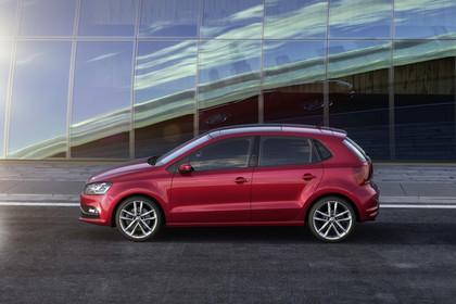 VW Polo 6R Facelift Fünftürer Aussenansicht Seite statisch rot