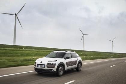 Citroën C4 Cactus Aussenansicht Front schräg dynamisch weiss