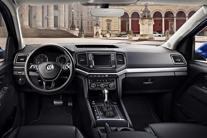 VW Amarok Innenansicht zentral statisch schwarz