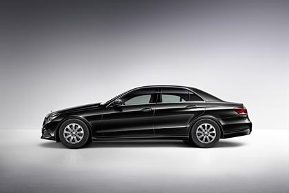 Mercedes E-Klasse W212 Aussenansicht Studio Seite statisch schwarz