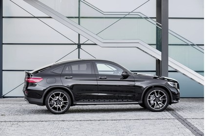 Mercedes-AMG GLC 43 4MATIC Coupé C253 Aussenansicht Seite statisch schwarz