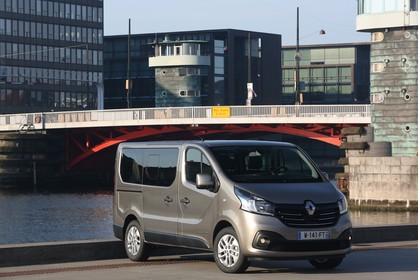 Renault Trafic 3 Combi Aussenansicht Front schräg statisch beige