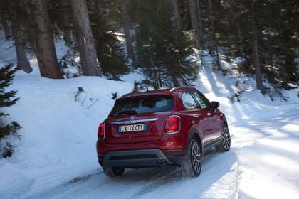 Fiat 500X Aussenansicht Heck schräg dynamisch rot
