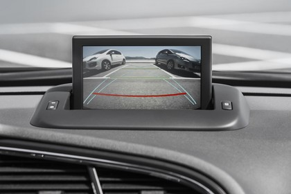 Peugeot 5008 Van Innenansicht statisch Detail Infotainmentbildschrim Rückfahrkamera