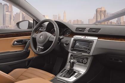 VW CC Innenansicht Beifahrerposition statisch hellbraun