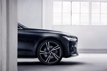 Volvo S90 R-Design Aussenansicht Front statisch Studio schwarz