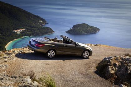 Mercedes-Benz E-Klasse Cabriolet A207 Aussenansicht Seite erhöht statisch braun