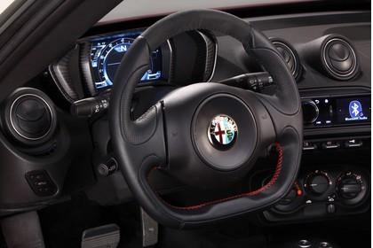 Alfa Romeo 4C Innenansicht statisch Studio Detail Lenkrad Tacho und Armaturenbrett