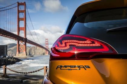 Opel Ampera-e Aussenansicht Heck Detail Rückleuchte statisch gold