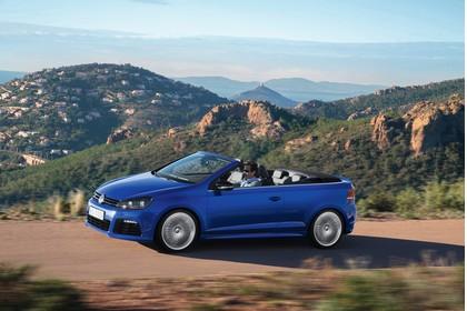 VW Golf 6 R Cabriolet Aussenansicht Seite schräg dynamisch blau