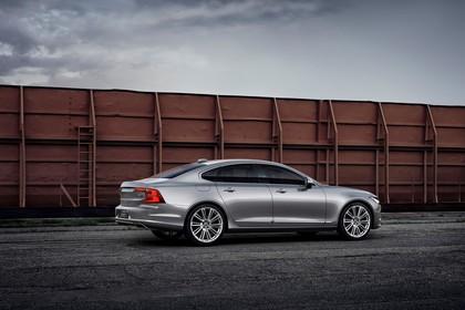 Volvo S90 Aussenansicht Seite schräg statisch grau