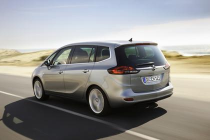 Opel Zafira C Tourer Aussenansicht Heck schräg dynamisch silber