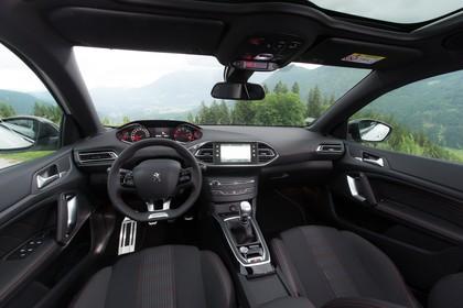 Peugeot 308 T9 Innenansicht statisch Vordersitze und Armaturenbrett