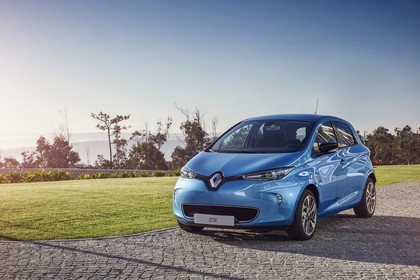 Renault ZOE Aussenansicht Front schräg statisch blau