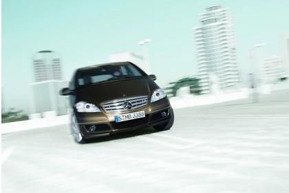 Mercedes A-Klasse W169 Aussenansicht Front dynamisch gold