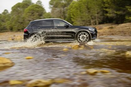 Mercedes-AMG GLC 43 4MATIC X253 Aussenansicht Seite dynamisch schwarz