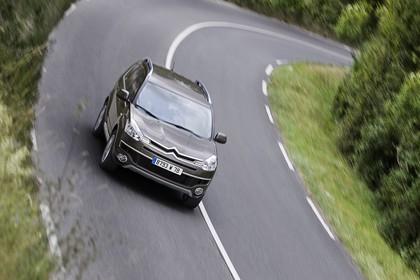 Citroën C-Crosser Aussenansicht Front schräg erhöht dynamisch braun
