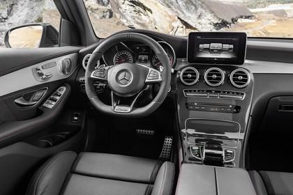 Mercedes-AMG GLC 43 4MATIC X253 Innenansicht statisch Vordersitze und Armaturenbrett